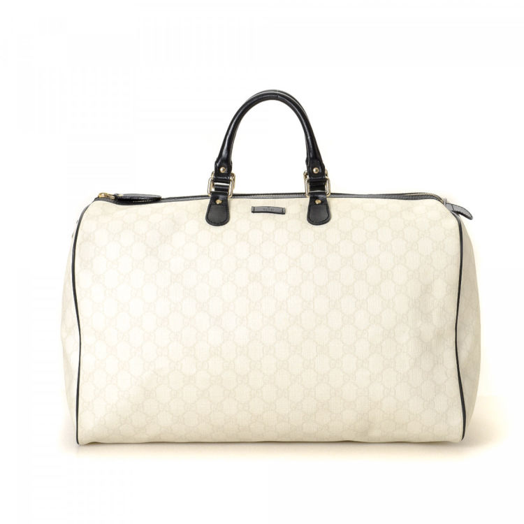 d7ced909ac71 The authenticity of this vintage Gucci travel bag is guaranteed by LXRandCo.  This exquisite weekend bag in beautiful ivory is made in gg supreme coated  ...