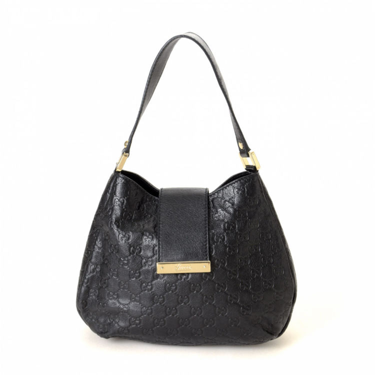 892e1e1dd45 The authenticity of this vintage Gucci Hobo Bag shoulder bag is guaranteed  by LXRandCo. This elegant purse in black is made in guccissima leather.