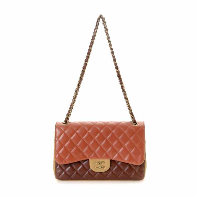5f552b6b5f04 LXRandCo guarantees the authenticity of this vintage Chanel Jumbo Classic  Double Flap shoulder bag. Crafted in lambskin, this luxurious shoulder bag  comes ...