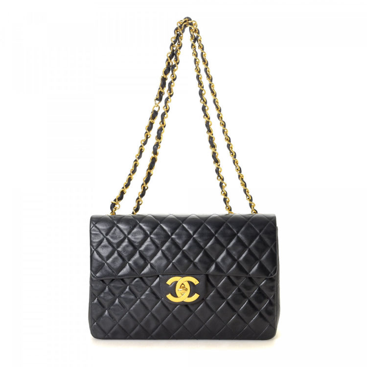 132fedf3e675c3 LXRandCo guarantees the authenticity of this vintage Chanel Maxi Classic  Flap shoulder bag. This refined satchel in beautiful black is made of  lambskin.