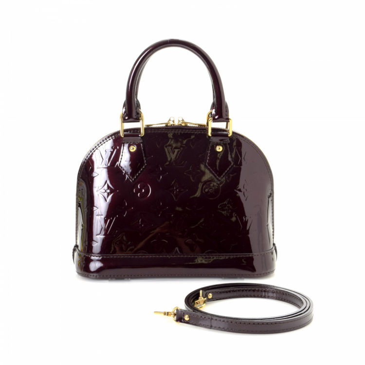 bd651f33833a The authenticity of this vintage Louis Vuitton Alma BB Bandouliere handbag  is guaranteed by LXRandCo. This beautiful bag was crafted in monogram  vernis ...