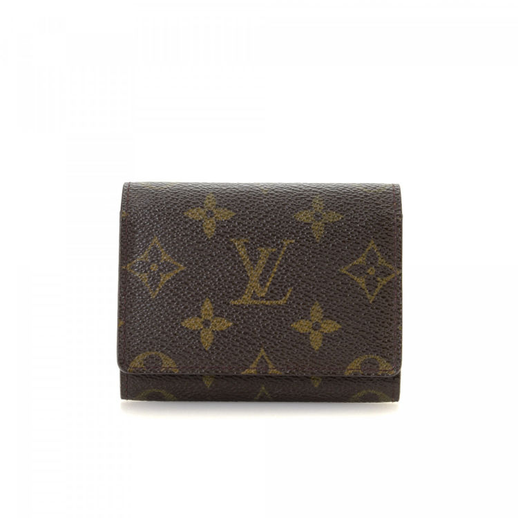 8cad76b3f26b The authenticity of this vintage Louis Vuitton Business Card Holder wallet  is guaranteed by LXRandCo. Crafted in monogram coated canvas