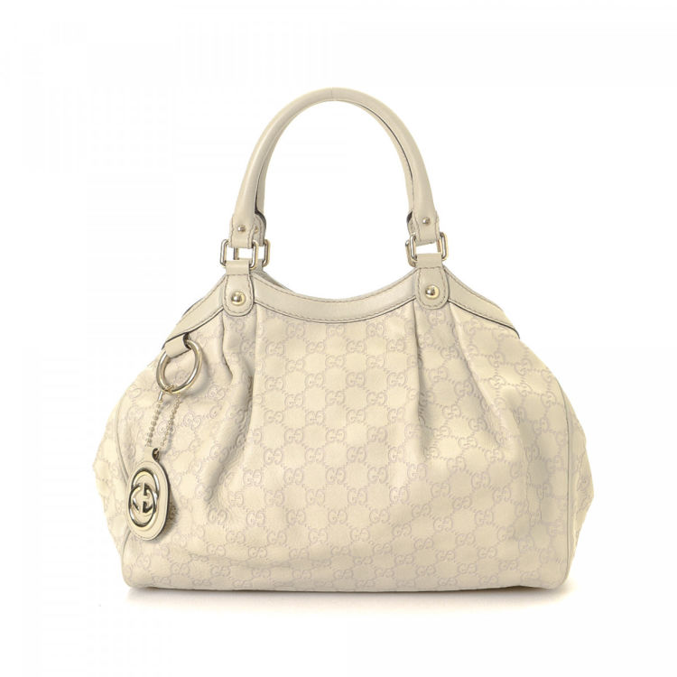 1dacd860c3a7 LXRandCo guarantees the authenticity of this vintage Gucci Sukey tote. This  beautiful bag in ivory is made in guccissima leather. Due to the vintage  nature ...