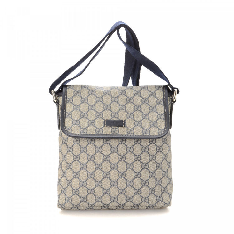 c1301256253 LXRandCo guarantees this is an authentic vintage Gucci Crossbody Bag  messenger   crossbody bag. Crafted in gg supreme coated canvas