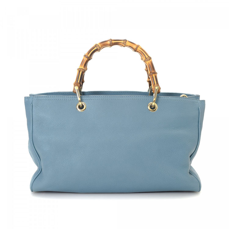 3079ae78ed8 LXRandCo guarantees this is an authentic vintage Gucci Bamboo Shopper tote.  Crafted in leather