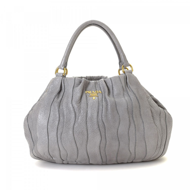0477617e5006 LXRandCo guarantees this is an authentic vintage Prada shoulder bag. This  exquisite satchel in grey is made in cervo lux leather. Due to the vintage  nature ...