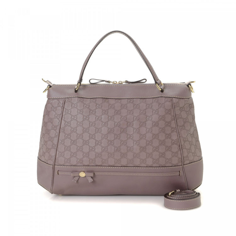 e77c521e48fc LXRandCo guarantees this is an authentic vintage Gucci Mayfair Two Way tote.  This chic tote in lilac is made in guccissima leather.