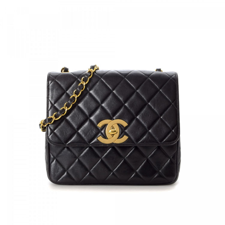 8a967d055ec1f8 LXRandCo guarantees the authenticity of this vintage Chanel Chain shoulder  bag. This classic shoulder bag was crafted in lambskin in beautiful black.