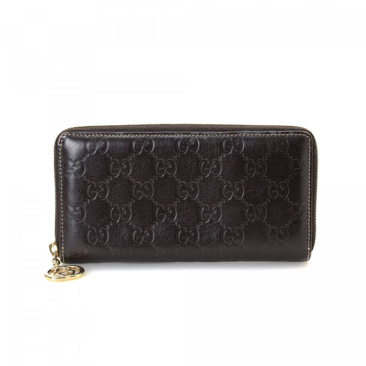 b15cd64e82e385 The authenticity of this vintage Gucci Zip Around wallet is guaranteed by  LXRandCo. This sophisticated wallet was crafted in guccissima leather in  dark ...