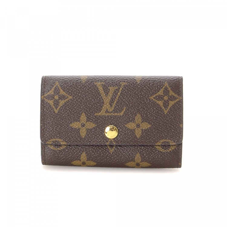 ed1f964aec30 LXRandCo guarantees the authenticity of this vintage Louis Vuitton 6 Key  Holder vanity case   pouch. Crafted in monogram coated canvas