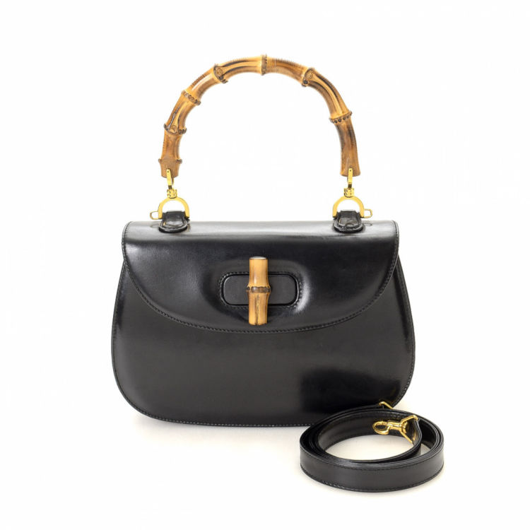 c821e69f0e3 The authenticity of this vintage Gucci Bamboo handbag is guaranteed by  LXRandCo. This iconic bag was crafted in leather in black. Due to the  vintage nature ...